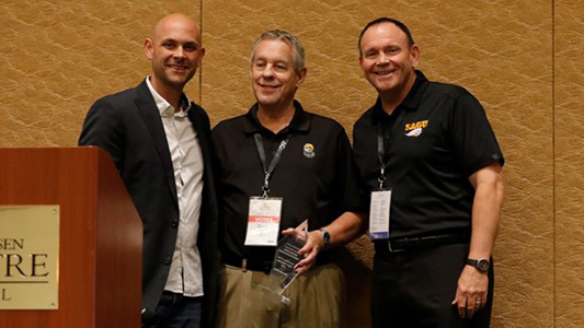 David Moore (center) is honored by AG Alliance for Higher Education Director John Davidson (left) and SAGU President Kermit Bridges.