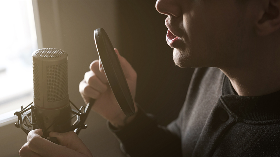 Dr. Fernandes gives 5 tips to protect your voice as a singer.